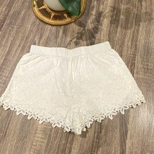 ZARA TRAFALUC White Floral Lace Shorts Size M.